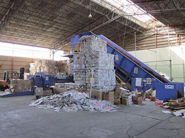 大型古紙梱包機 ラージベーラー 古紙センター